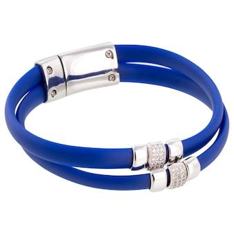 Pulseira azul com jóias de prata em detalhes, isolado na superfície branca