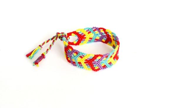 Pulseira da amizade de tecido amarrado diy com padrão colorido brilhante