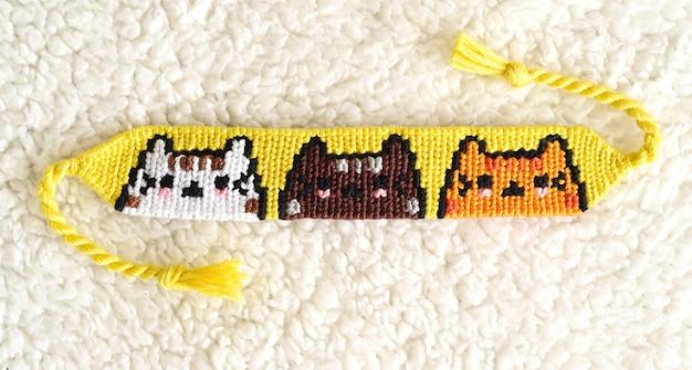 Pulseira de amizade tecida diy com padrão cats feita de fio dental bordado