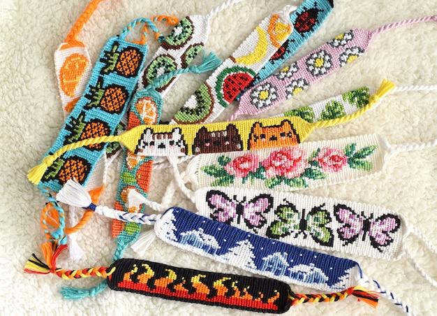 Pulseiras de amizade tecidas feitas à mão de fio dental