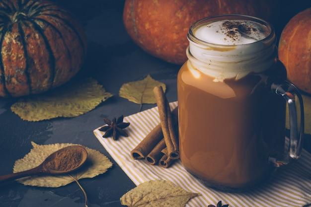 Pumpkin spice latte ou café com canela