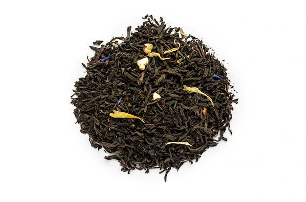 Punhado de chá preto seco