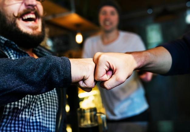 Punho bump friends deal parceiro touch pair mãos