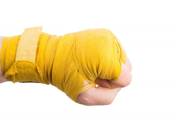 Punho de boxer em bandagem isolado