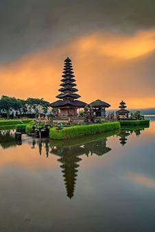 Pura ulun danu bratan, bali, indonésia