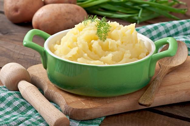 Purê de batatas frescas e saborosas