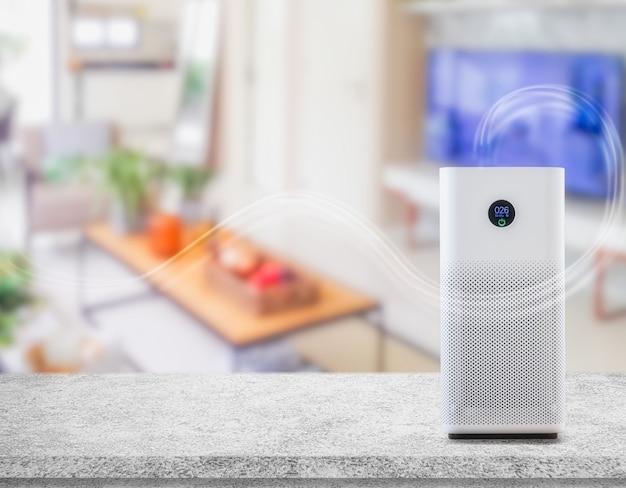 Purificador de ar uma sala de estar, purificador de ar removendo poeira fina em casa. proteger o conceito de poluição do ar e poeira pm 2.5