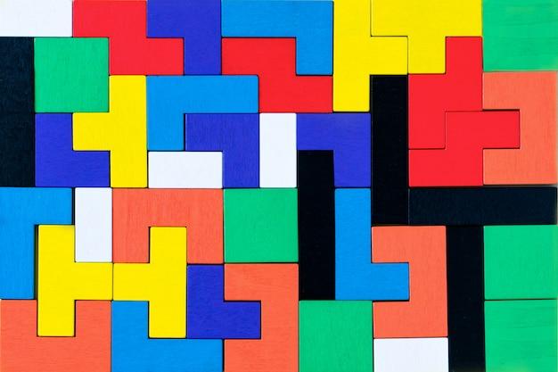 Puzzles de blocos de madeira coloridos de diferentes formas