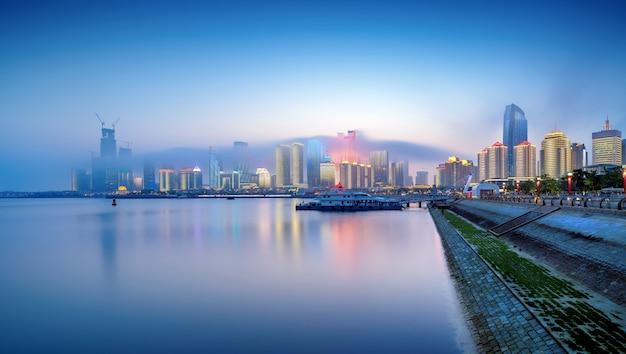 Qingdao vista noturna da cidade da china