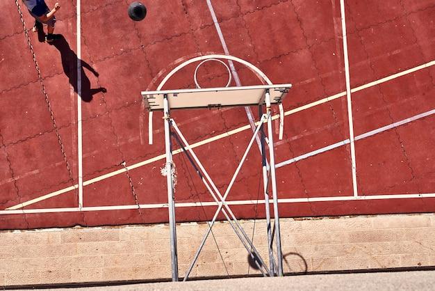 Quadra de basquete na cidade velha de dubrovnik. europa, croácia
