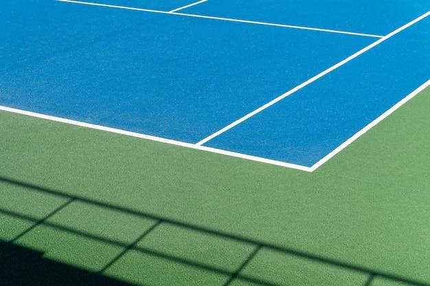 Quadra de tênis azul