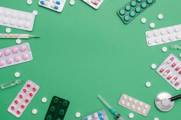 Quadro circular de comprimidos com cópia-espaço