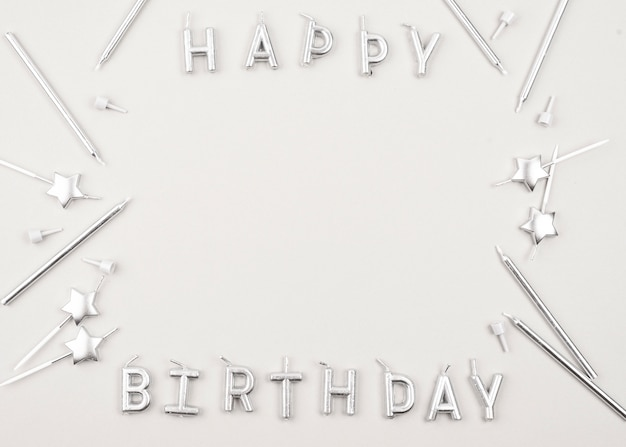 Quadro circular de velas de aniversário de vista superior