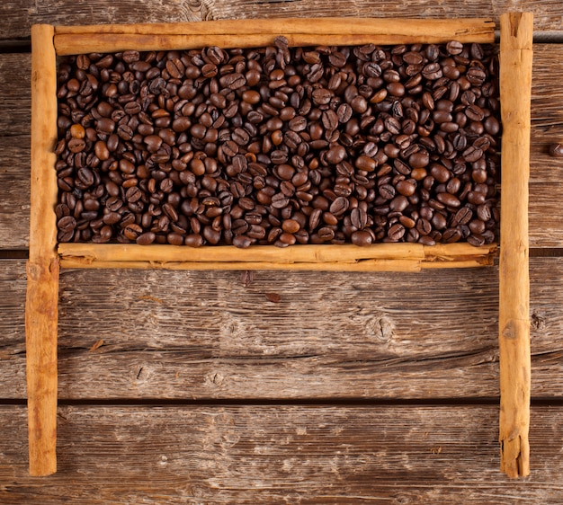 Quadro com grãos de café e canela de ceilão