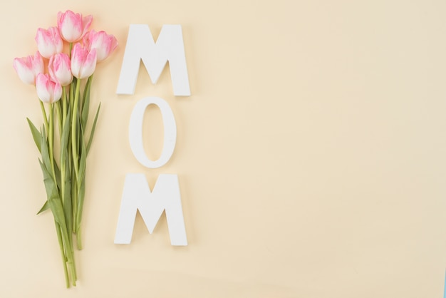 Quadro com tulipas buquê e título mãe