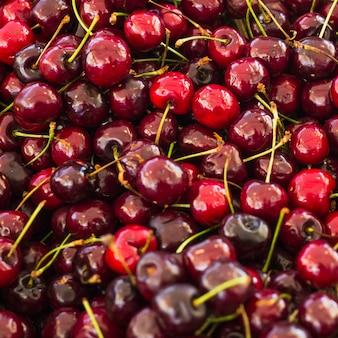 Quadro completo de cerejas vermelhas