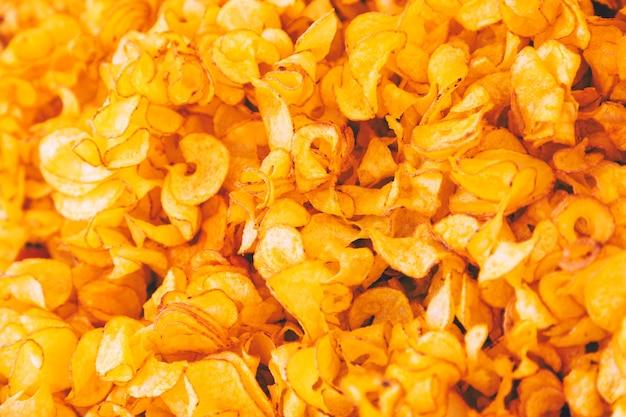Quadro completo de deliciosas batatas fritas em estilo rústico