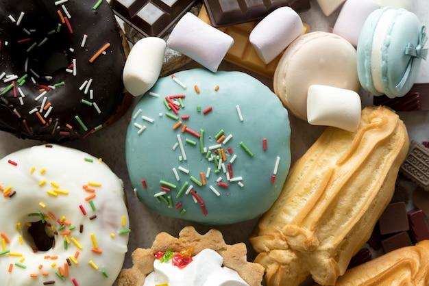 Quadro completo de vários alimentos de confeitaria