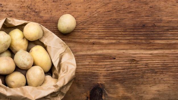 Quadro de batatas com cópia-espaço