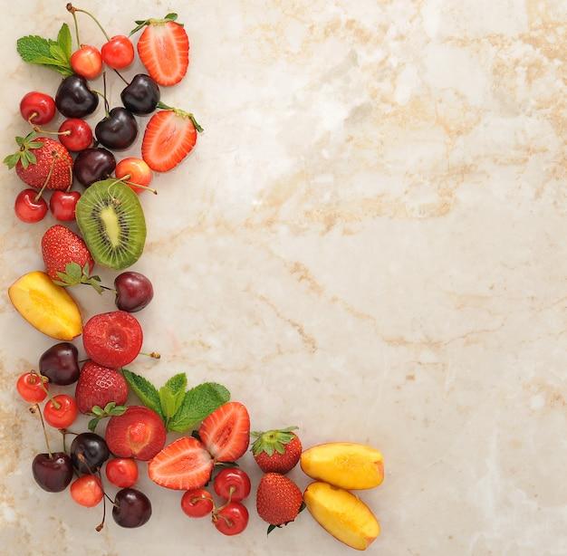 Quadro de berry com espaço de cópia à direita