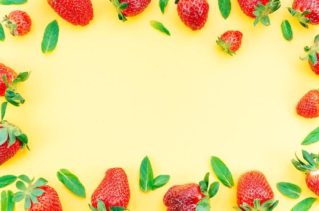 Quadro de berry com folhas de hortelã