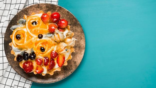 Quadro de bolo de frutas de vista superior