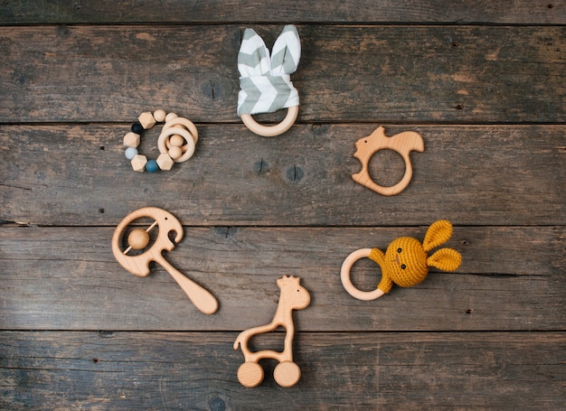 Quadro de brinquedos de madeira para bebês, pufe e mordedores