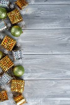 Quadro de brinquedos e cones amarelos de natal