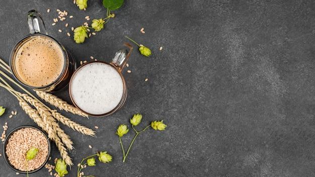 Quadro de cerveja com vista superior com cópia-espaço