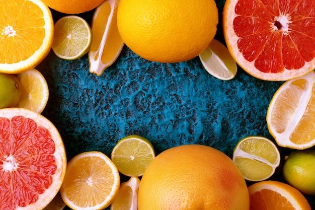 Quadro de coleta de frutas cítricas, fundo de alimentos (laranjas, limões, limas e toranjas) frutas frescas
