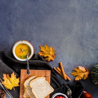 Quadro de comida de outono plana leigos com espaço de cópia