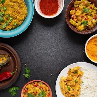 Quadro de comida indiana circular com cópia-espaço