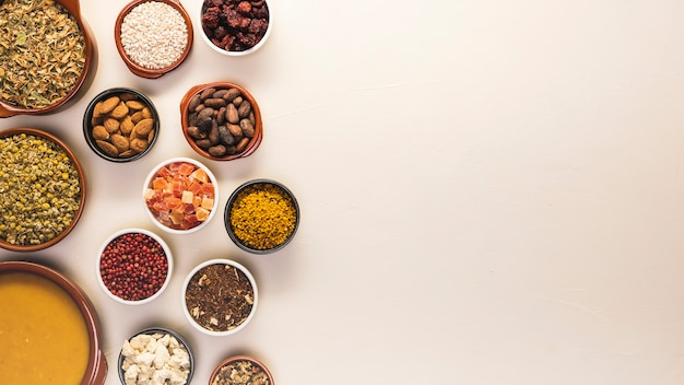 Quadro de comida plana leigos com sementes e sopa