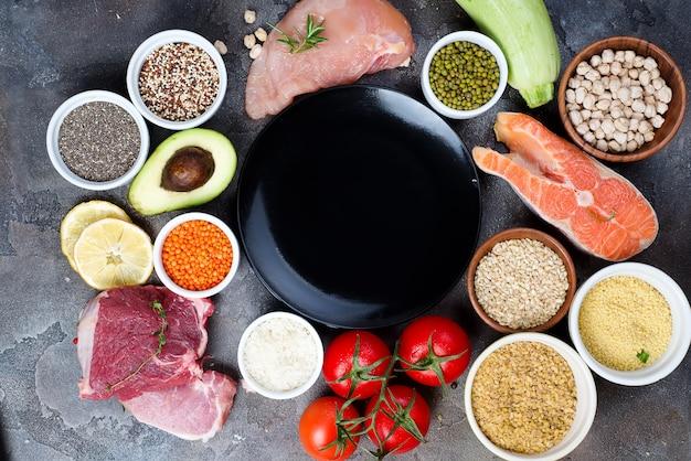 Quadro de comida saudável limpa de comer seleção incluindo certas proteínas previne câncer