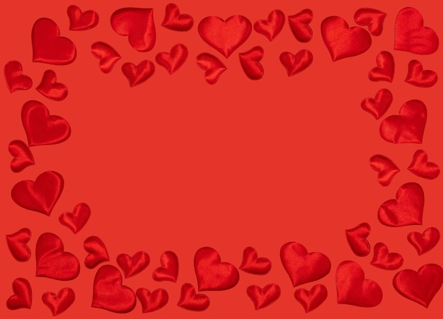 Quadro de corações sobre fundo vermelho. símbolo de 14 de fevereiro. feliz dia dos namorados