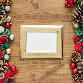 Quadro de decorações de natal em um fundo de madeira
