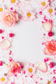 Quadro de flores e pétalas