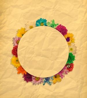 Quadro de flores em aquarela sobre papel pardo