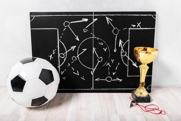 Quadro de giz de plano de futebol com tática de formação