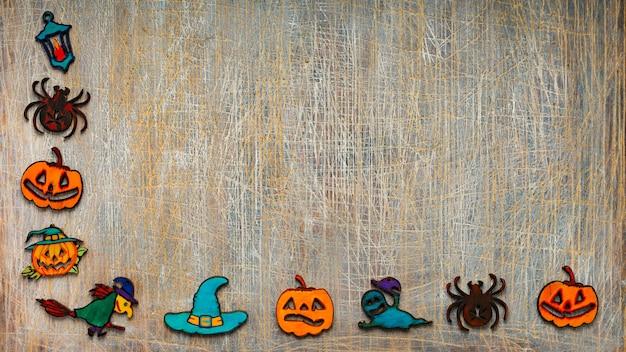 Quadro de halloween de cookies ou símbolos de halloween em um fundo cinza com espaço de cópia para o texto.