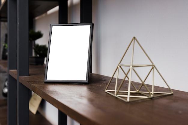 Quadro de imagem de close-up na estante
