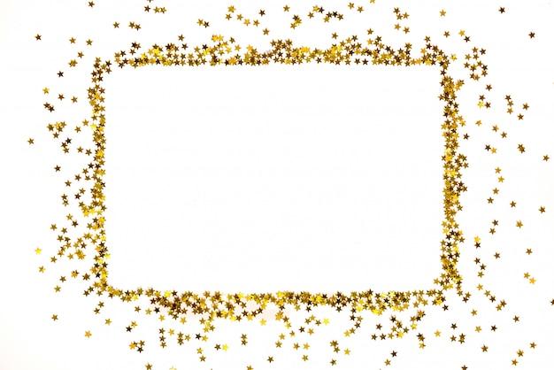 Quadro de lantejoulas douradas em forma de estrela, organizado em forma retangular.