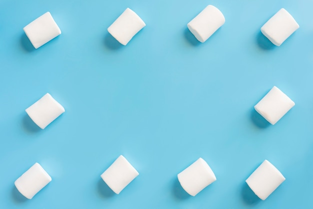 Quadro de marshmallow em fundo azul