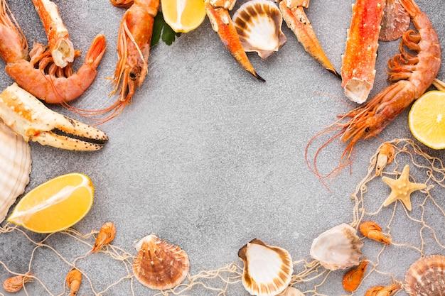 Quadro de mistura de frutos do mar frescos com cópia-espaço