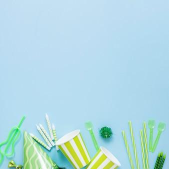 Quadro de ornamentos verdes com cópia-espaço