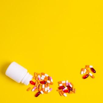 Quadro de pílulas de vista superior com cópia-espaço