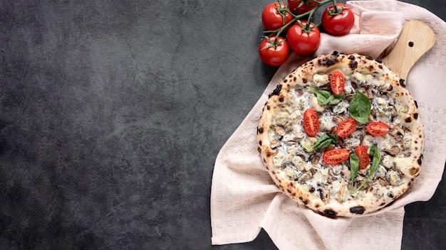 Quadro de pizza plana leigos com cópia-espaço