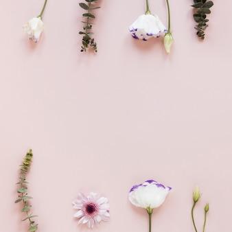 Quadro de primavera de flores e folhas com espaço de cópia