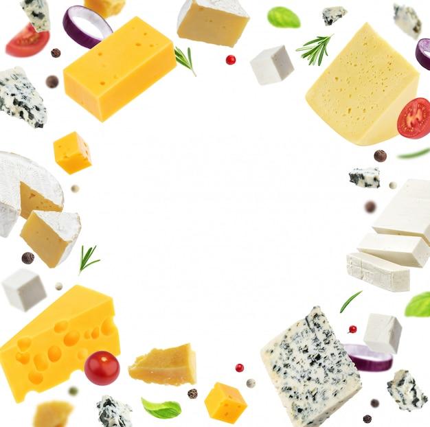 Quadro de queijo isolado no fundo branco, diferentes tipos de queijo