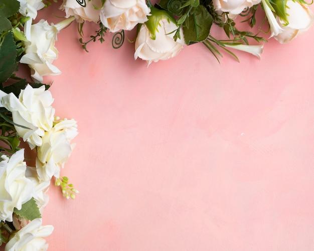 Quadro de rosas brancas com espaço de cópia